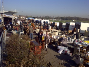 A very busy Kepmton Park antiques market