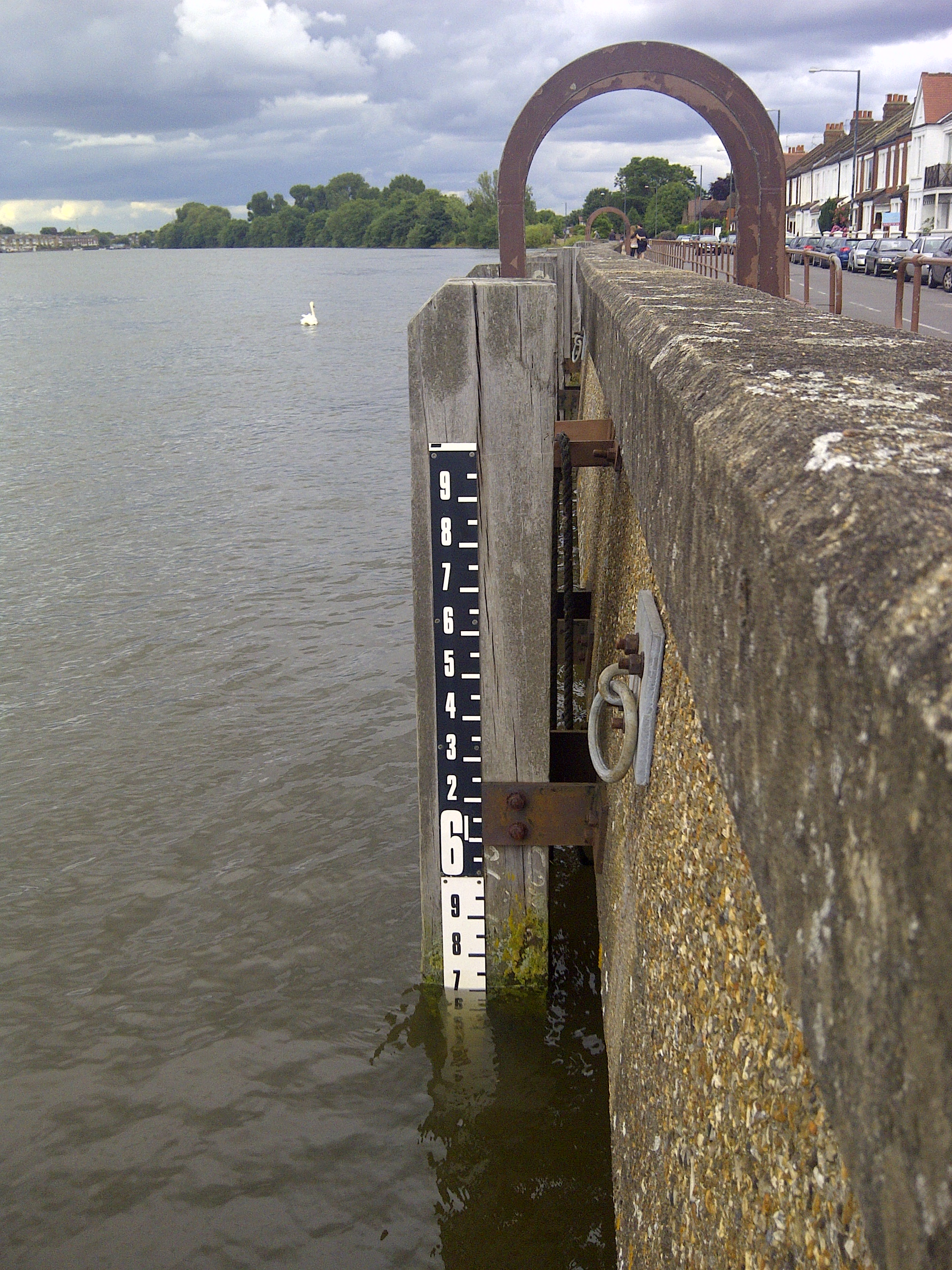 High Tide On The Thames Tales By The Riverbank